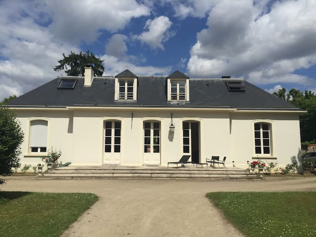 Superbe maison avec parc près Paris - Rueil-Malmaison - Casa