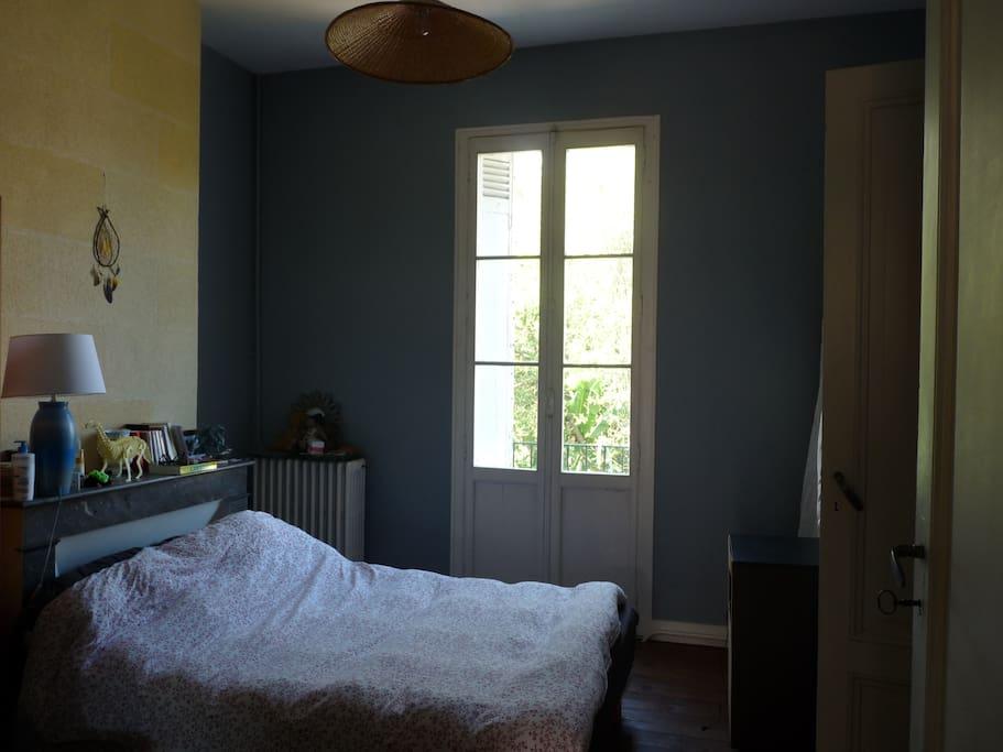 Grande chambre bleue.