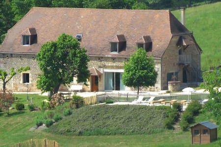 """Familiale, la """"Chambre Grandjean"""" - Hautefort"""