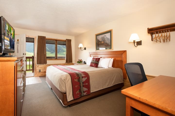 Quaint Motel Room with 1 King Bed & Mountain Views