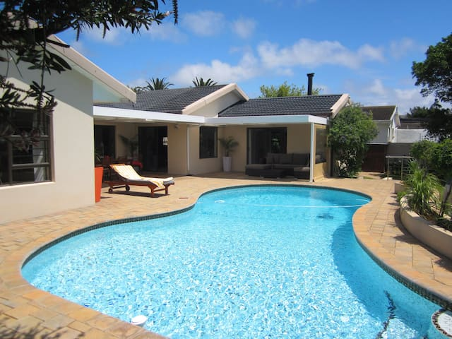Modern getaway close to beach front - Port Elizabeth - Dom