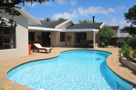 Modern getaway close to beach front - Port Elizabeth