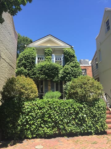 Charm and Convenience in Georgetown - Washington - Apartment