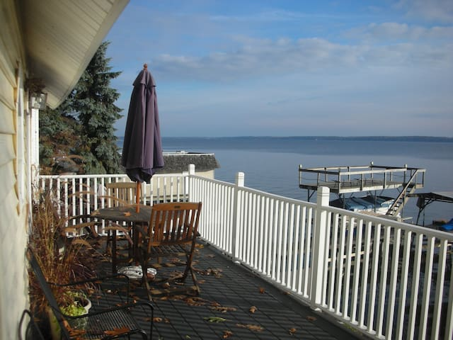 Comfortable Lakeside Home on Seneca - Geneva - Rumah