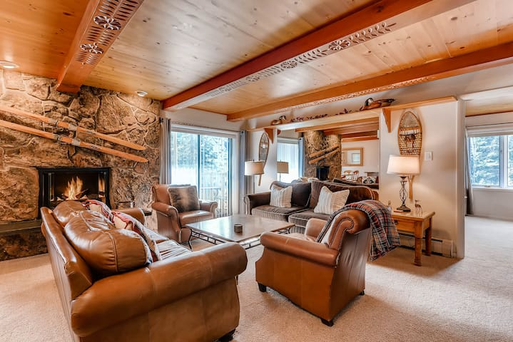 Large Luxury Condo with Balcony facing Vail Mountain  Westwind 205