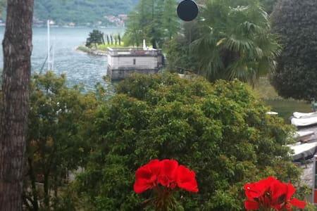 la finestra sul lago - Mandello del Lario