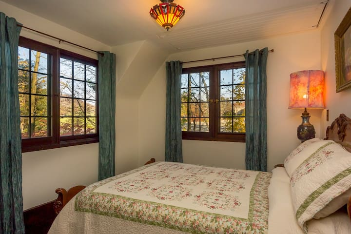Blue Room; double bed