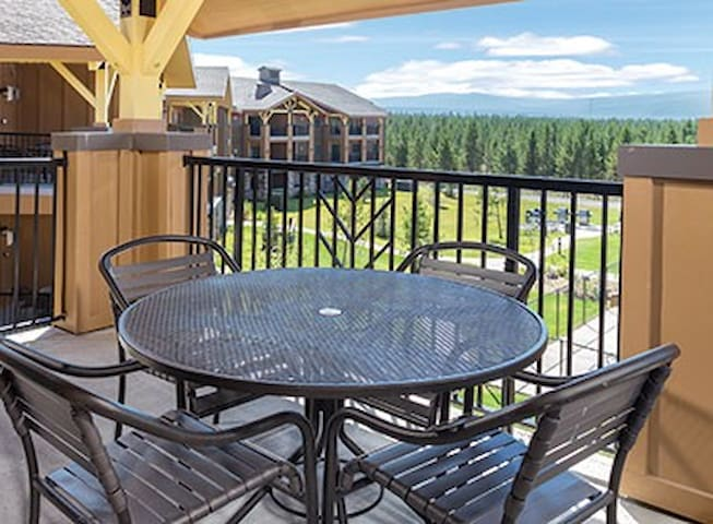 Yellowstone in your Backyard! Beautiful 1BR Condo