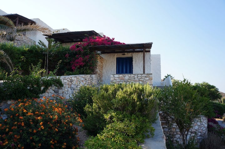 2-bedroom stone house, pool, 10min walk to beach