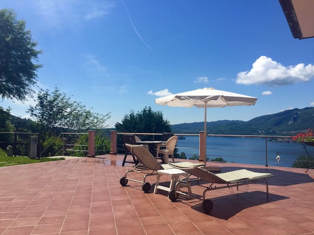 Stunning view from lovely hideaway - Pettenasco - Apartamento