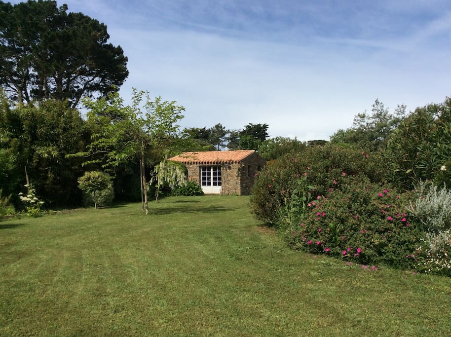 Chambre sur jardin 100m plage n 3 bed and breakfasts for Entretien jardin ile d yeu