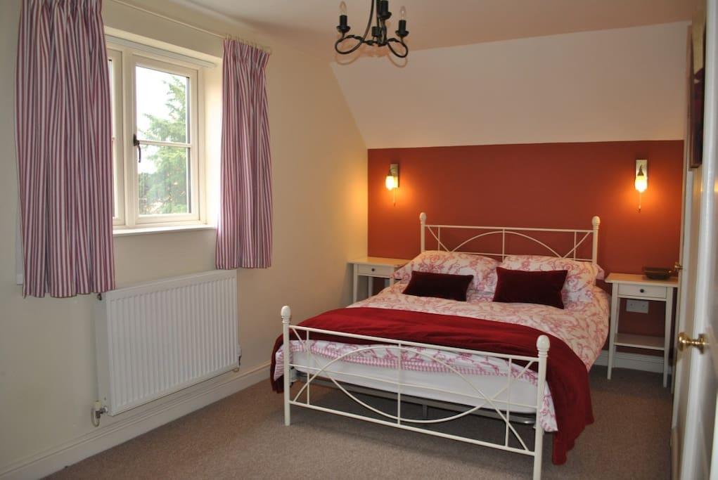 Double Bedroom - First Floor (en-suite)