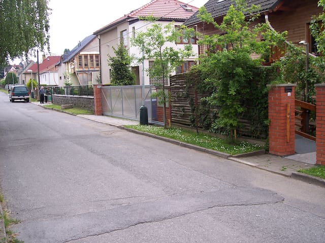 Quiet location in the city Říčany - Říčany - Huis
