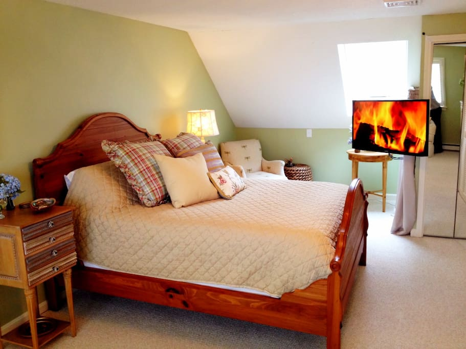 This is the master bedroom and subject of this listing.