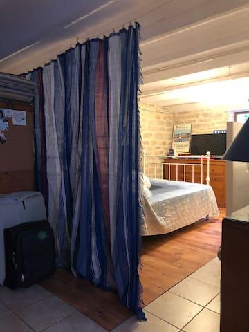 Chambre double en sous-sol proche du centre ville