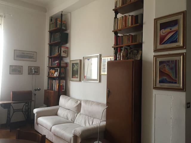 Brera, MM2 Garibaldi, Corso Como con balconcino