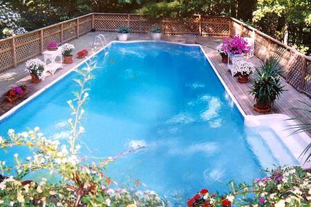 Beautiful Hamptons Getaway w/ Pool - Sag Harbor
