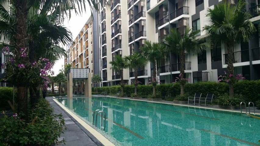 Quiet new condo built in 2014 - Bangkok - Apartment