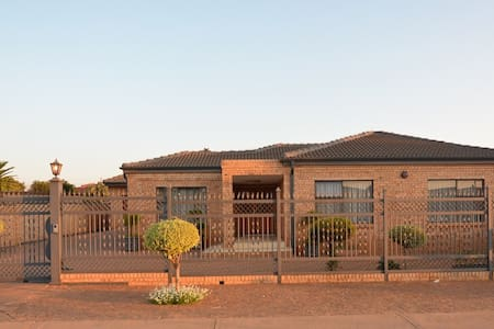 Beautiful Cozy Home&Secure Parking - Ga-Rankuwa