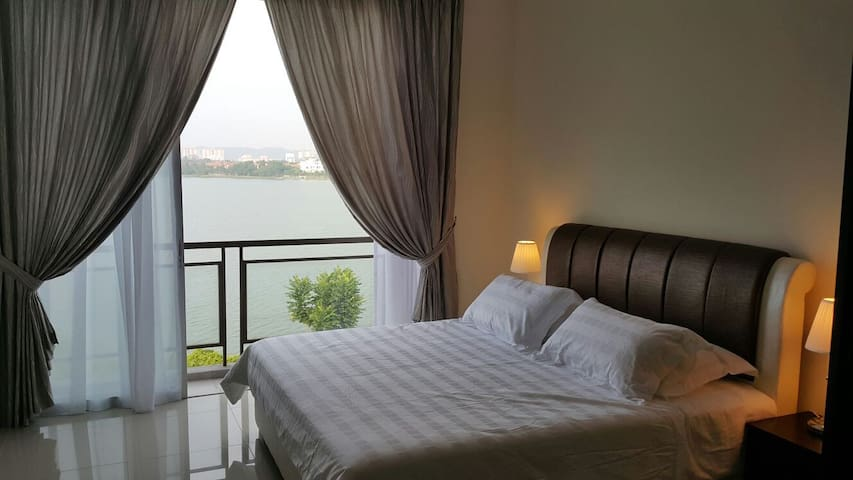 New townhouse with amazing lakeview - Puchong - Hus