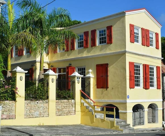 Villa Regina Bella, Upscale Beauty in Frederiksted