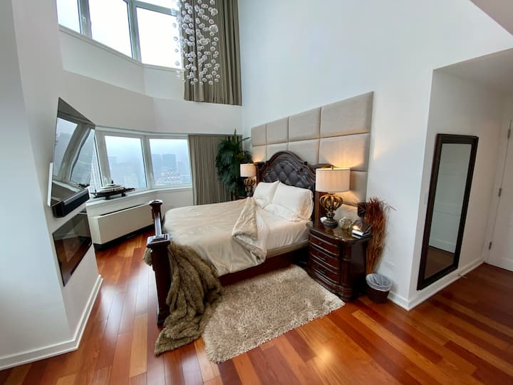 Spectacular Penthouse Private Bedroom on 66thFloor