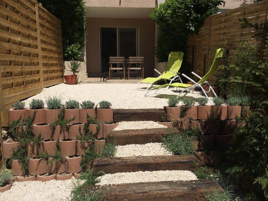 Studio meubl avec jardin de 40m2 appartements louer for Appartement meuble a louer a nice