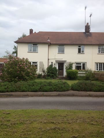 Quiet, semi rural location  - Ashbourne - Bed & Breakfast