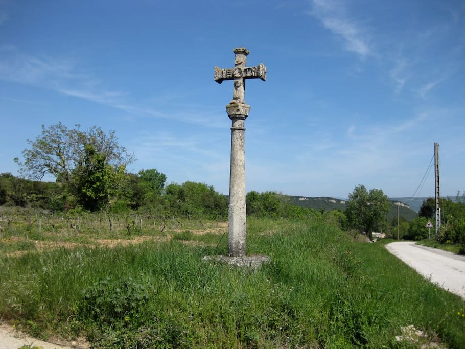 A cross blessing the vines close to the house, praying for the terroir to be just a little bit more Chateauneuf du Pape-like.