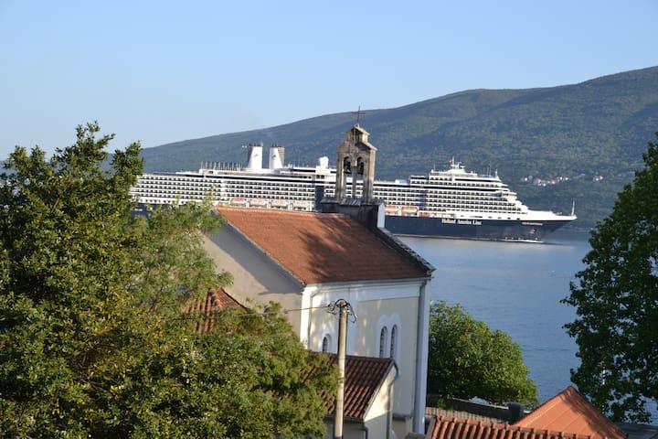 Аппартаменты в 30 метрах от моря - Đenovići - Apartment