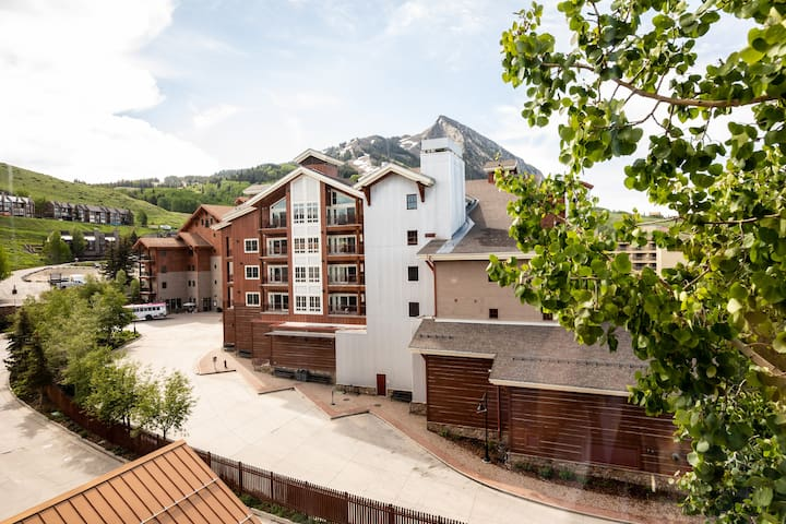 Mt. Crested Butte Grand Lodge Condo with views 555