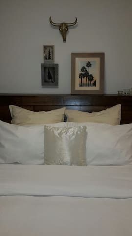 Comfortable Bed - Relaxing Stay -Private Bathroom - Landsdale - Hus
