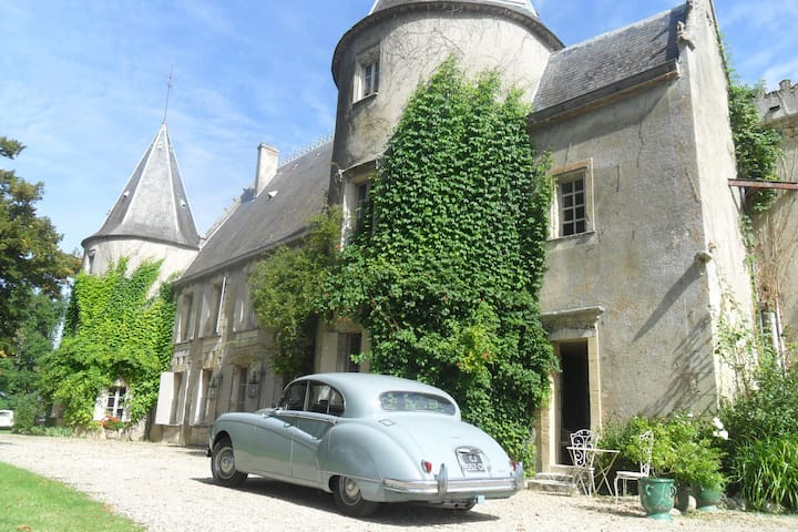 La chambre de la Tour - Lugon-et-l'Île-du-Carnay - Castillo