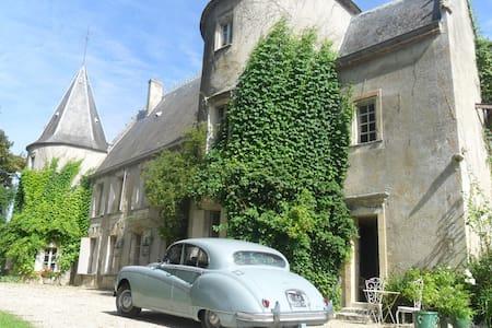 La chambre de la Tour - Lugon-et-l'Île-du-Carnay - 城堡