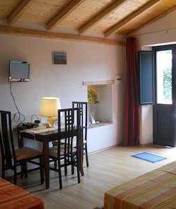 B&B  Villa Rita - Gole Alcantara - - Motta Camastra - Bed & Breakfast