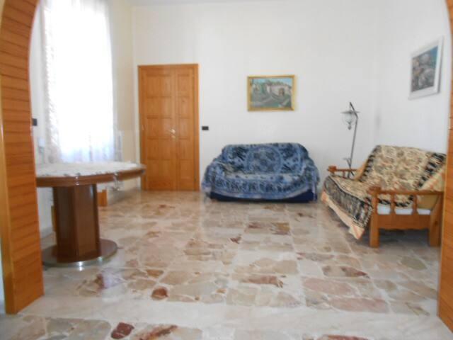 Ampio e confortevole  appartamento - Casarano - บ้าน