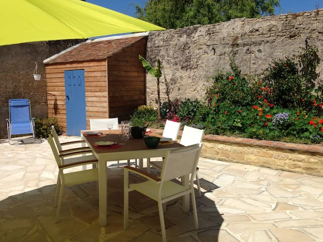 Well exposed home with large patio - Courseulles-sur-Mer - Casa