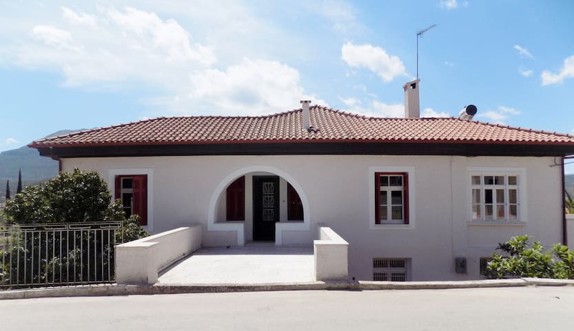 """VENIKOS House"", wines and history. - Neméa"