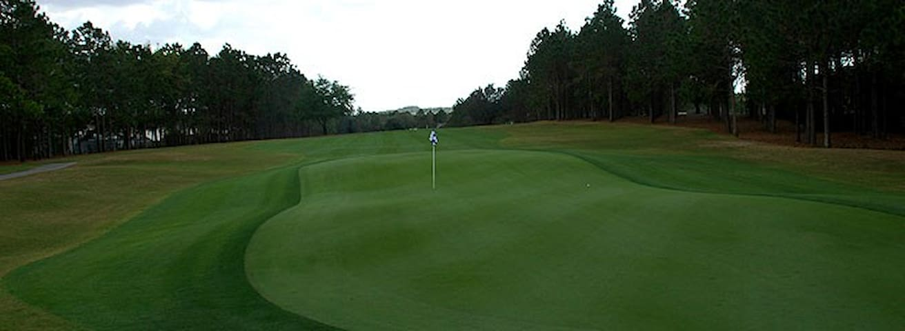 Highlands Reserve Golf Club (1.4 mi - 2km)