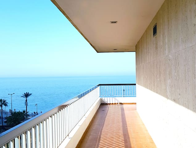 Spacious SeaView Apartment in Central BEY