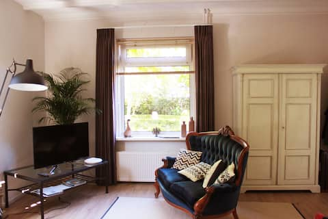 豪华公寓坐落于毗邻羊角村(Giethoorn)的历史名村布洛克宰尔