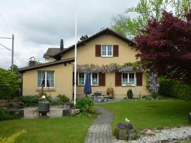 Zimmer in Haus am Stadtrand - Langenthal - Huis