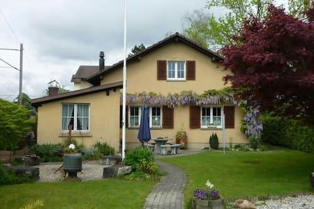 Zimmer in Haus am Stadtrand - Langenthal - Casa