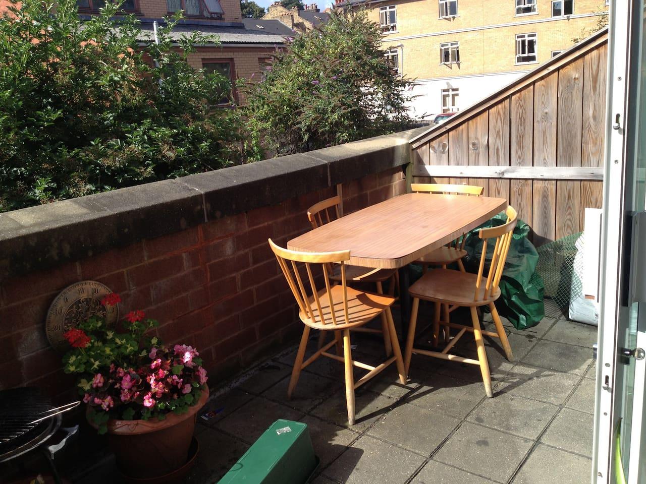 Fancy breakfast outside?