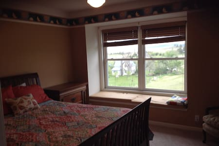 Queen guest room with a view - Spearfish - Dům