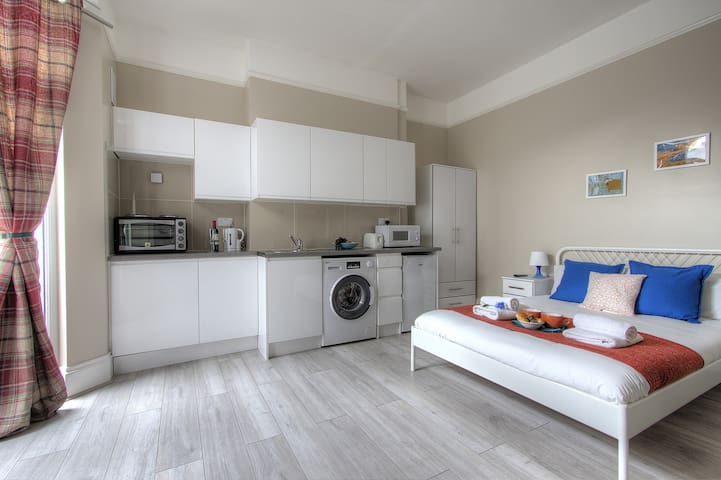 B2 Studio Apartment in London
