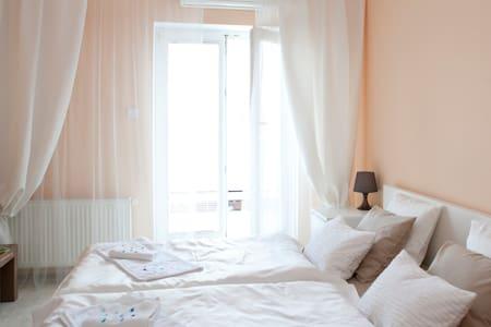 Nice room. Cozy Bed. Sunny Balcony. - Praag