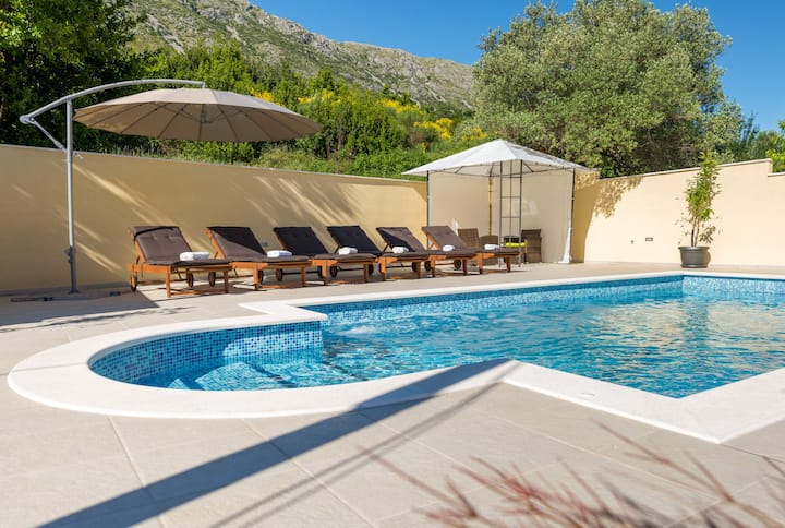 "Private pool house ""Dubrovnik"" close to beach"