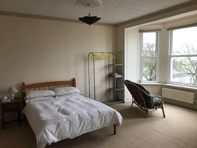 Spacious triple bedroom with seaviews - IM - Dům