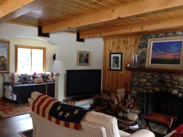 Sleeps 7, 2BR home, steps to Lake! - Tahoe City - Rumah